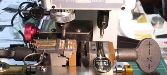 uma-maquina-de-corte-a-laser-funciona-da-mesma-maneira-que-uma-maquina-de-corte-automatica1