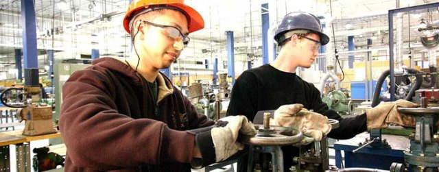 Técnicos em mecânica industrial em atividade