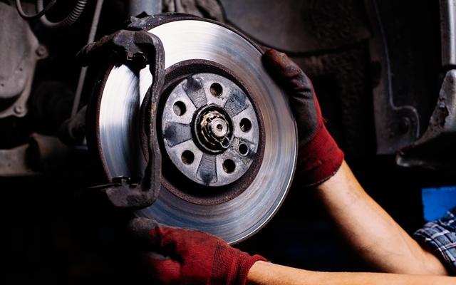 manutenção de freios de um carro
